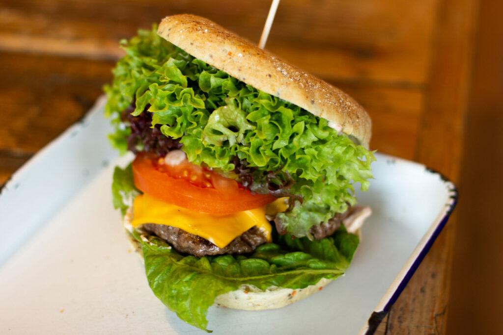 Burger 1024x683 Burger Pommes 038 Co