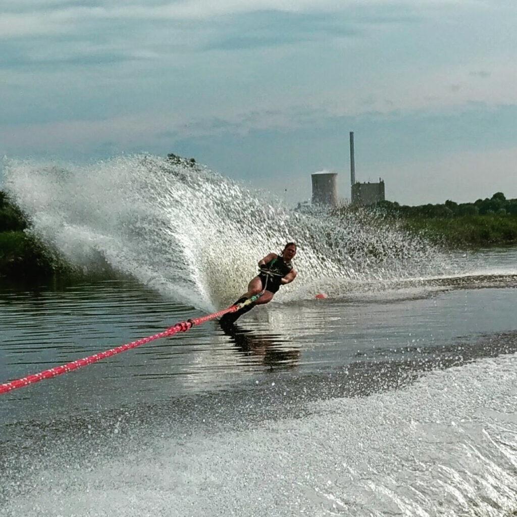 Wasserski 1 1024x1024 F r Adrenalin Junkies 8211 Wasserski
